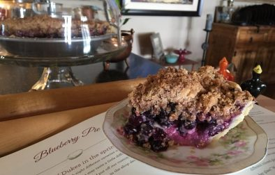 crumble-berry-cream-cheese-pie